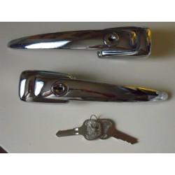 Paire de poignées de portes avec la même clef sur les deux poignées