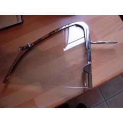 vitre de déflecteur gauche montée dans son cadre chromé 56-64
